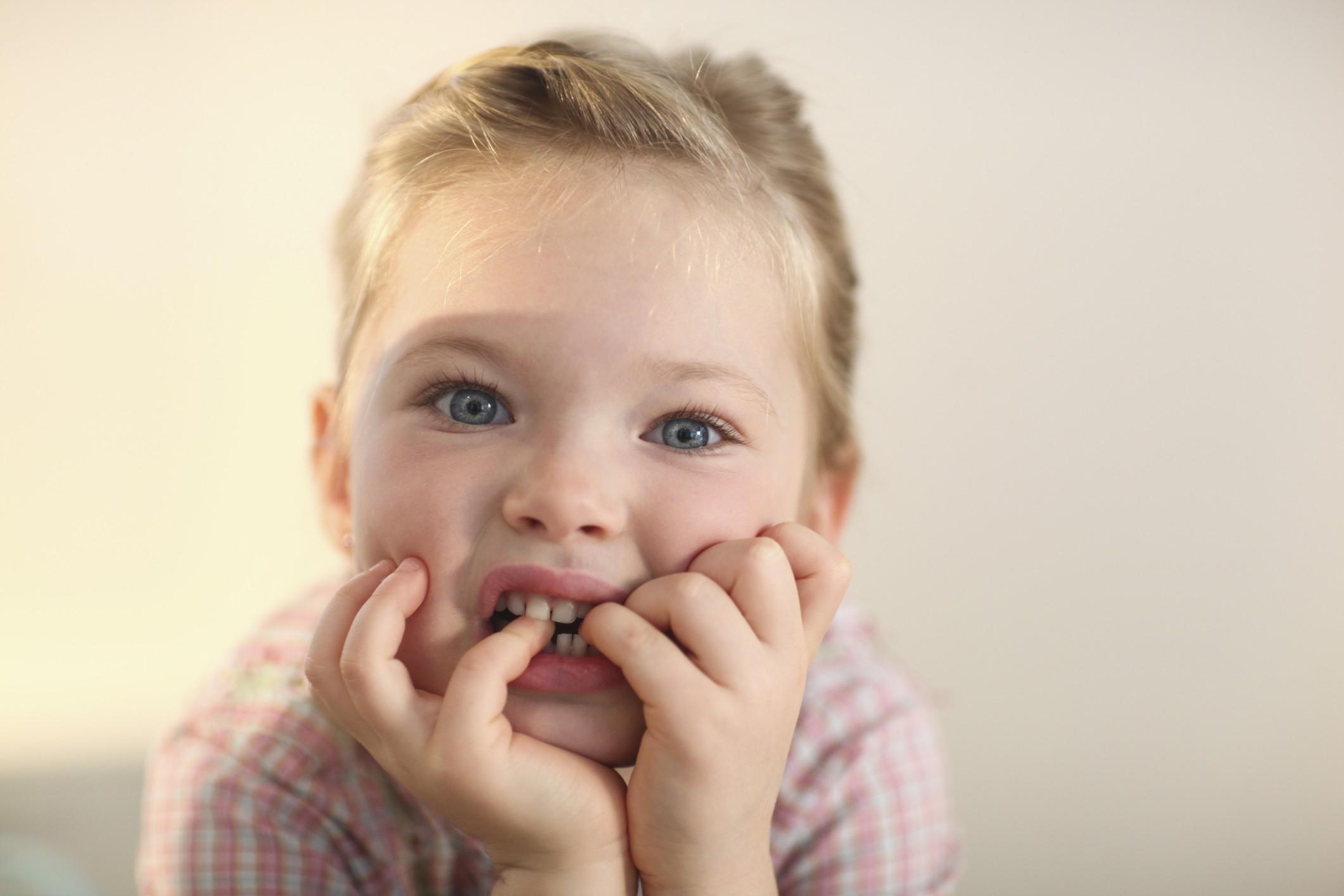 Seu filho também rói unhas? (Foto: Thinkstock)