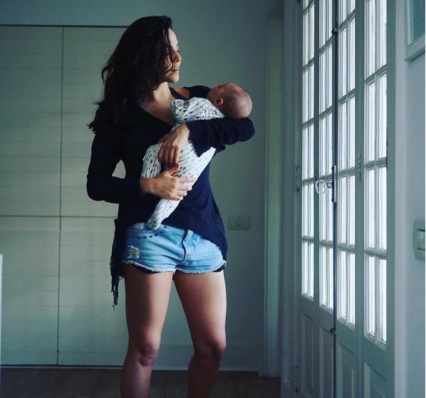 Tainá Müller e o filho (Foto: Reprodução/Instagram)