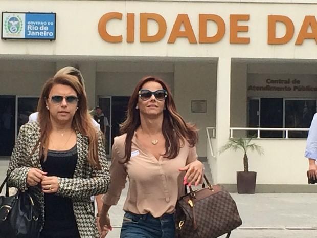 Viviane Araújo deixa a Cidade da Polícia (Foto: Guilherme Brito/G1)
