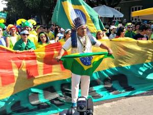 Manifestante durante protesto em Manaus (Foto: Marcos Lima/Rede Amazônica)