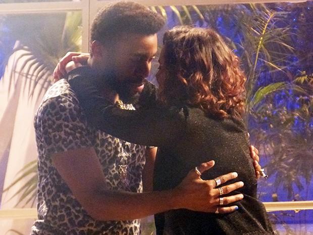 Lara reprograma Brian e o guru a pede em casamento  (Foto: Geração Brasil / TV Globo)