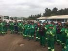 Trabalhadores da coleta vegetal em Curitiba paralisam atividades