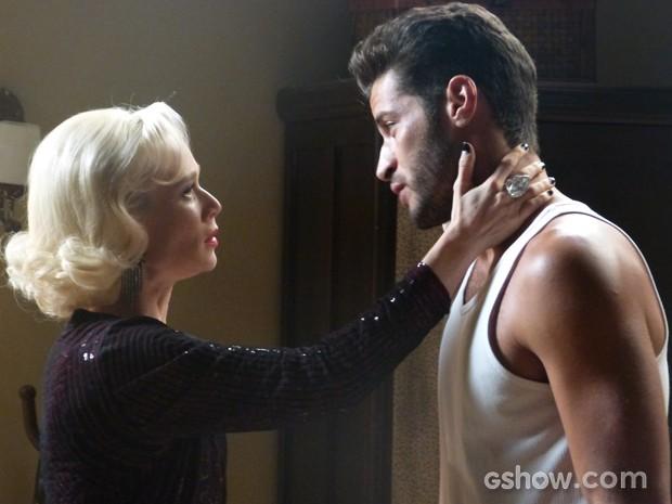 Aurora aparece na pensão para fazer as pazes com Davi (Foto: Joia Rara/TV Globo)