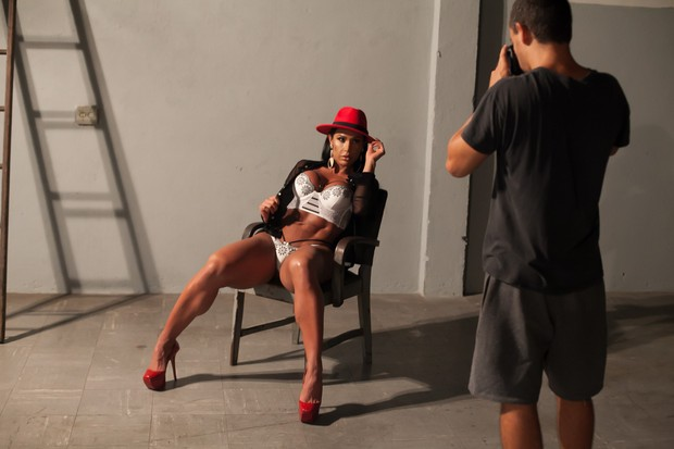 Gracyanne Barbosa posa para o Paparazzo (Foto: Anderson Barros/Paparazzo)