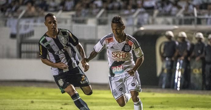 Ponte Preta x Figueirense Brasileiro (Foto: Fábio Leoni / PontePress)