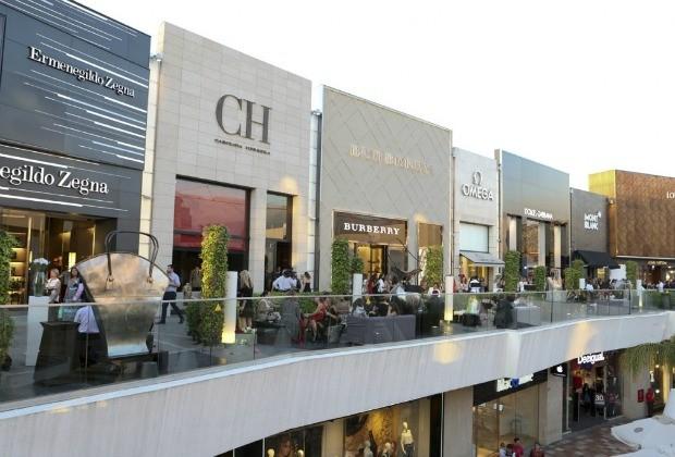 O Distrito de Luxo, num dos pisos do shopping Parque Arauco, em Santiago: diversas grifes uma do lado da outra (Foto: Divulgação)