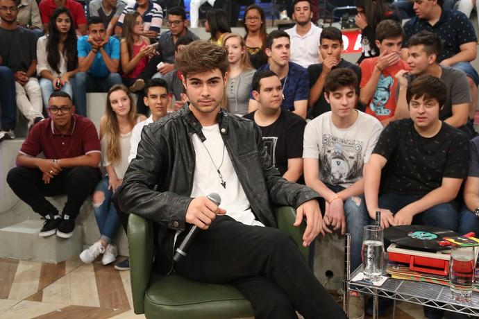 Rafael Vitti no palco do 'Altas Horas' (Foto: Carol Caminha/Gshow)