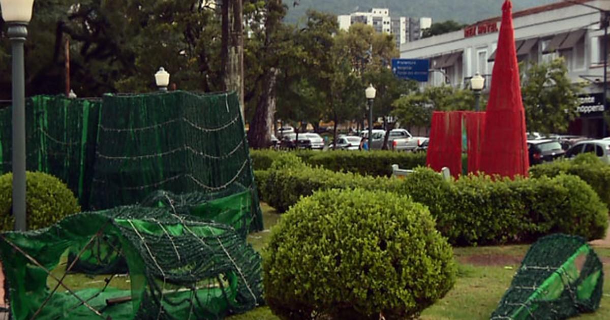 Chuva derruba árvore e destrói enfeites em Poços de Caldas, MG - Globo.com