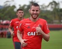 Fla estende contrato, e Paulo Victor viaja nesta madrugada para Turquia