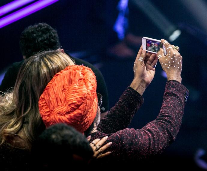 Brown posa para selfie ao lado de Claudinha  (Foto: Isabella Pinheiro / Gshow)