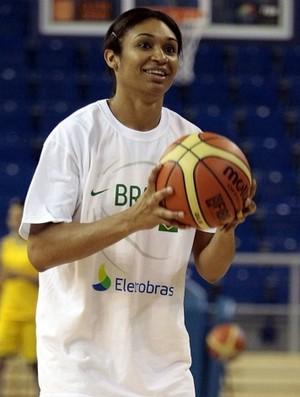 Iziane, treino em 2010, basquete feminino (Foto: Gaspar Nóbrega / CBB)
