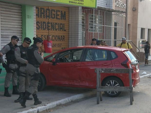 Empresária perdeu controle do carro após ser baleada em Campina Grande (Foto: Reprodução/TV Paraíba)