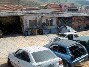 Polícia Militar de Cruzeiro fechou dois desmanches de carros nesta quinta (9) (Foto: Divulgação/ Polícia Militar)