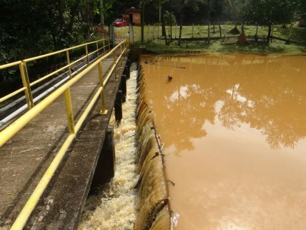 Um depois e com excesso de chuvas em 2015, barragem do Braiaiá chega a transbordar (Foto: Divulgação / Águas de Itu)