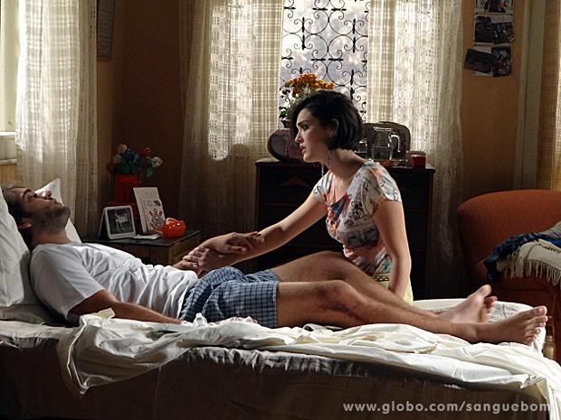 Fabinho conta para Giane que não foi ele quem fez as maldades (Foto: Sangue Bom / TV Globo)