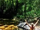 Deborah Secco mostra foto de biquíni na cachoeira: 'Felicidade sem fim'