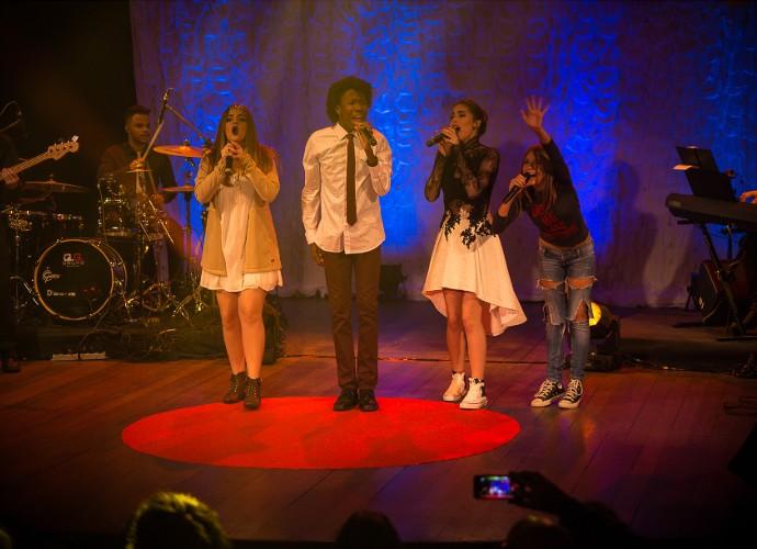 Outros integrantes do 'The Voice Kids' participaram do show da cantora Vicky Valentim (Foto: Vinícius Vargas/ Divulgação Assessoria Vicky Valentim)