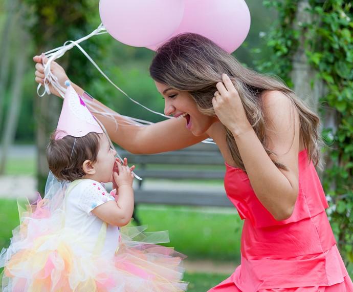 Geórgia é só alegria com a filhona (Foto: Artur Meninea/Gshow)