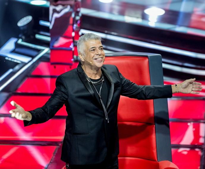 Lulu escuta seus sucessos no formato original e se eociona com sua voz (Foto: Isabella Pinheiro/ Gshow)