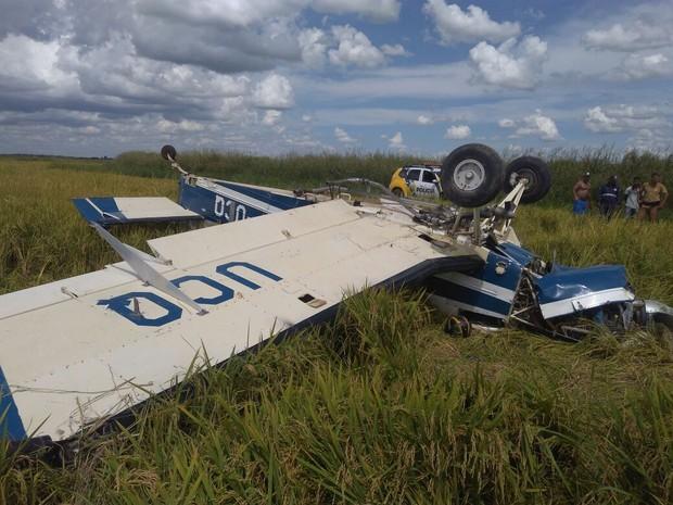 Avião que caiu em Querência do Norte, no sábado (14), transportava 384 quilos de pasta base de cocaína (Foto: Polícia Militar/Divulgação)