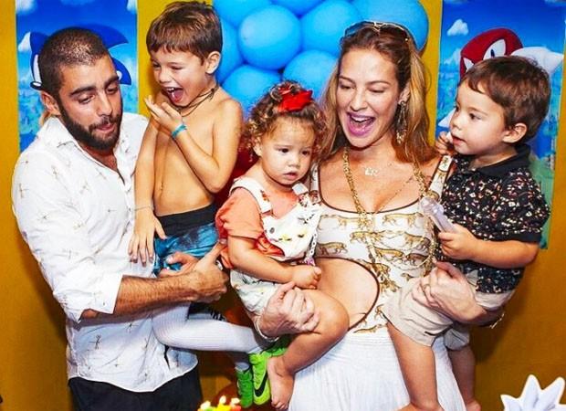 Luana Piovani e Pedro Scooby com os filhos Dom, Bem e Liz (Foto: Reprodução/Instagram)
