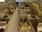 Para desestimular suicídio, empresas sul-coreanas fecham funcionários em caixões