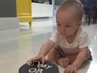 Filho de Ana Hickmann completa oito meses e ganha bolo fofo