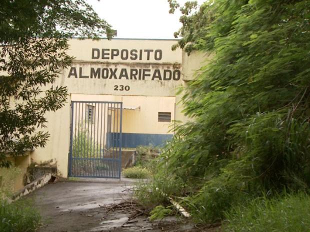Prédio de cadeia permanece abandonado e causa transtorno para moradores, em Americana (Foto: Reprodução/ EPTV)