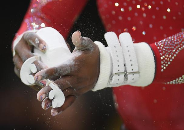 As unhas patriotas, de Simone Biles (Foto: Laurence Griffiths / Getty Images)