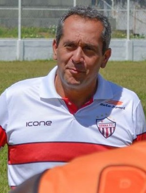 Sérgio Perini, técnico do Serra (Foto: Adriano Barbosa)
