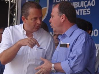 Eduardo Campos e Fernando Bezerra Coelho (Foto: Renan Holanda / G1)