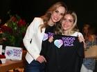 Ana Furtado recebe amigos em inauguração de bazar de Natal