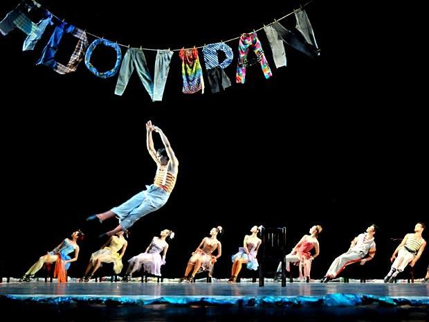 """Cena de espetáculo """"Adoniran"""", da Cia. Ballet Stagium, que fica em cartaz em Brasília entre sexta e domingo (7 e 9) (Foto: Arnaldo J. Torres/Divulgação)"""