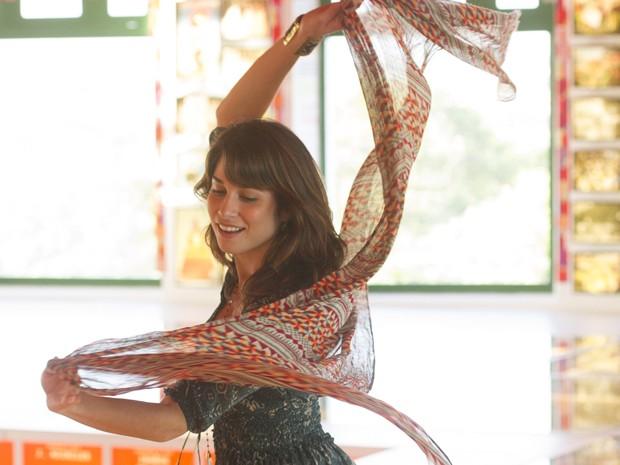 Linda e charmosa, Manu dança em Recife e deixa Davi vidrado (Foto: João Cotta/TV Globo)