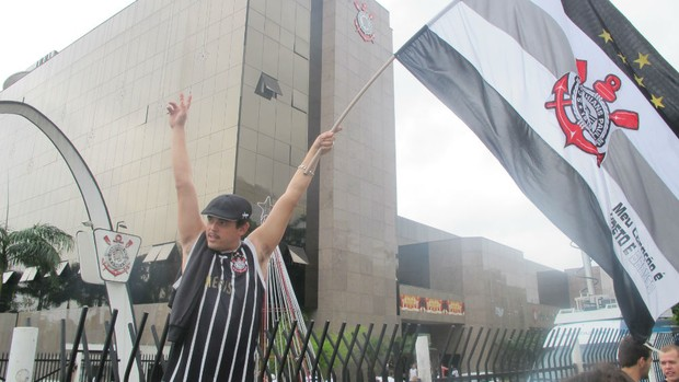 Torcida do Corinthians no Parque São Jorge (Foto: Marcos Guerra / Globoesporte.com)