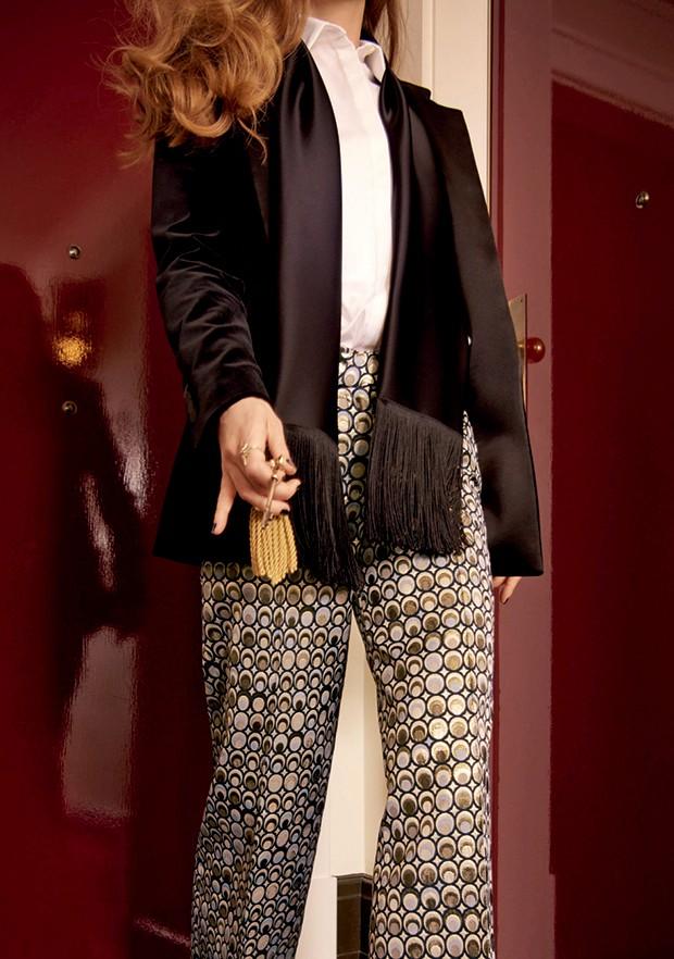 Racil aposta em uma versão jovem e mais casual do smoking, brincando com cores, modelagens e estampas (Foto: Man Repeller/Krista Anna Lewis, Getty Images e Divulgação)