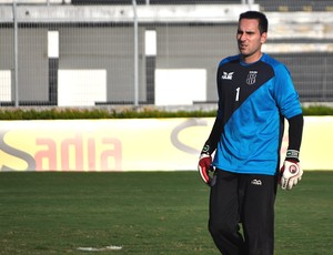 Goleiro Roberto, da Ponte Preta (Foto: Heitor Esmeriz/Globoesporte.com)