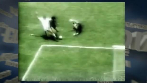 Vídeo mostra ângulo inédito do golaço de Maradona em 1986 (Foto: Reprodução SporTV)
