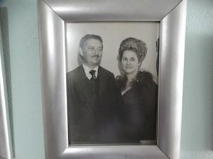 Tereza e Agripino Pereira na década de 70, quando ele era presidente da organização do São João de rua em Caruaru (Foto: Joalline Nascimento/G1)