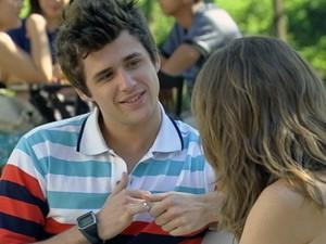 Feliz ao reencontrá-la, Guido desabafa com a ex (Foto: Malhação / Tv Globo)