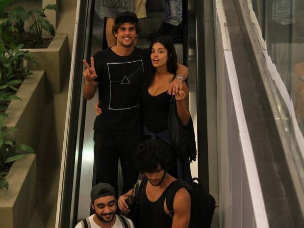 Felipe Roque e Aline Riscado em shopping na Zona Sul do Rio (Foto: Ag. News)