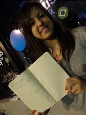 Jovem anota tudo na agenda (Foto: Luna Markman/G1)