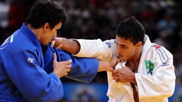Leandro Guilheiro vai à semifinal no Mundial de Judô (Foto: AFP)