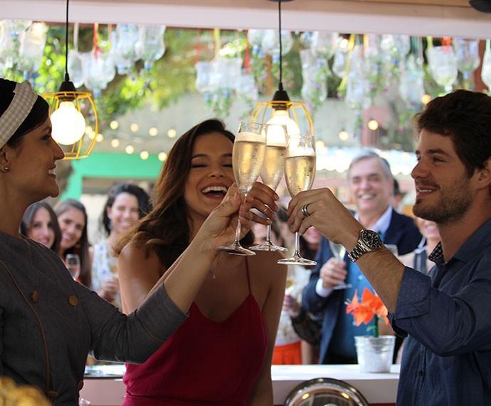 Mari, Ben e Olga inauguram o Cebola Brava e comemoram (Foto: Ariane Ducati/Gshow)