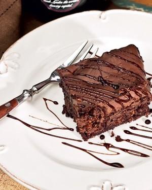Bolo cremoso três chocolates (Foto: Casa e Comida)