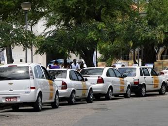 Ponto de táxi na Praça do Carmo, em Olinda. (Foto: Katherine Coutinho / G1)