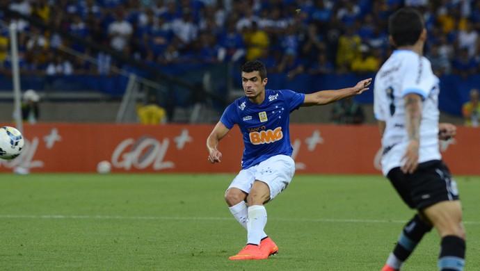 Egídio, lateral esquerdo do Cruzeiro (Foto: Gualter Naves/Light Press)