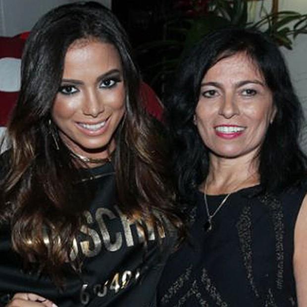 Anitta e sua mãe (Foto: Arquivo Pessoal)