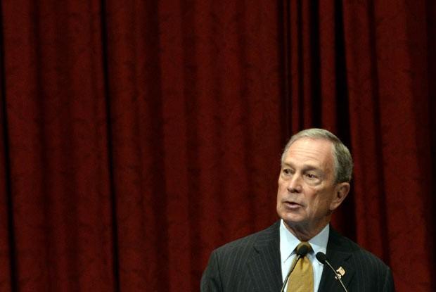 O prefeito de Nova York, Michael Bloomberg, discursa em evento nesta quinta-feira (30) (Foto: AFP)