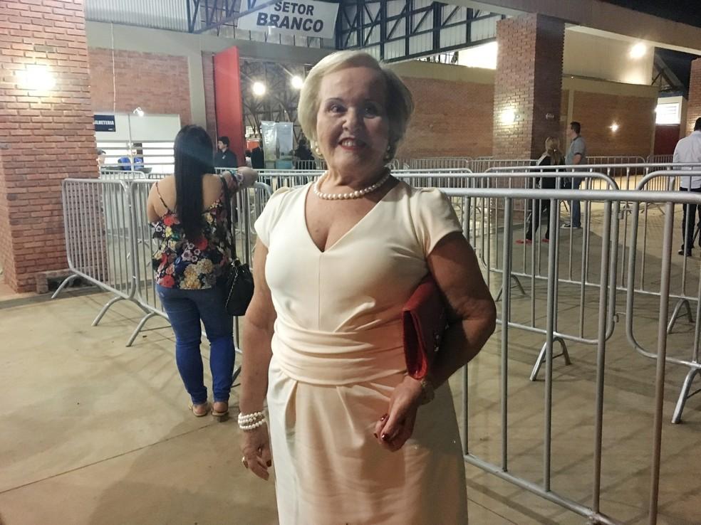 Lúcia Alessi, de 71 anos, ganhou o ingresso do show de presente de aniversário (Foto: Heloise Hamada/G1)